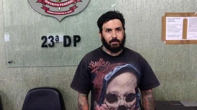 Tatuador é preso por alisar partes íntimas de cliente durante sessão