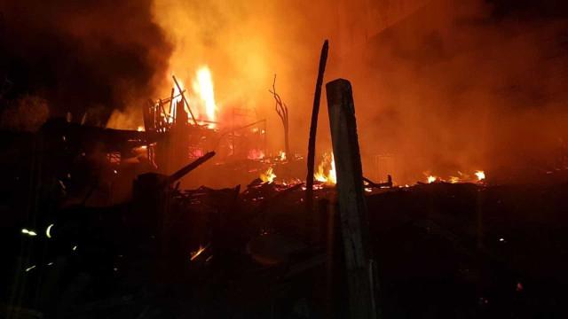 Incêndio em Curitiba deixa 47 famílias desalojadas