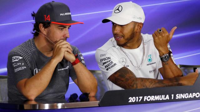 Hamilton diz que Alonso foi único companheiro com quem aprendeu algo