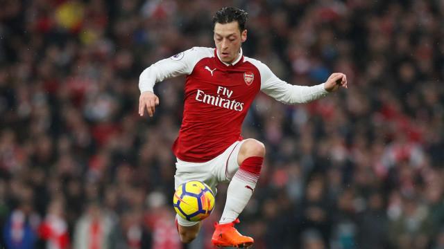 Arsenal vence clássico e impede Tottenham de se aproximar do líder