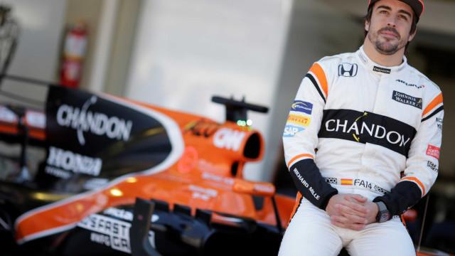 Alonso faz 1º treino com carro que usará nas 24 Horas de Daytona