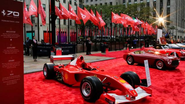Ferrari do tetra de Schumacher na F-1 é vendida por R$ 24 milhões