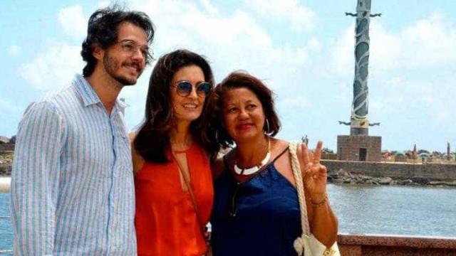 Fátima Bernardes e Túlio Gadêlha posam com fã no Recife