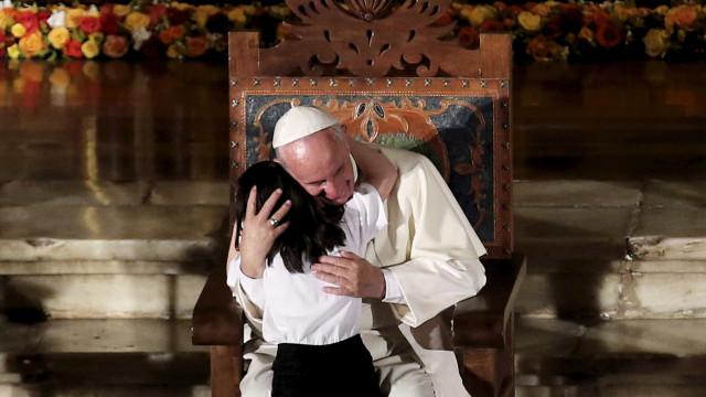 Papa diz que omissão com pobres é pecado