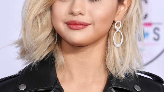 SelenaGomezesquece letras de suas próprias músicas durante entrevista