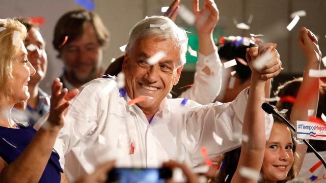 Bem humorado, Piñera minimiza votação abaixo do esperado no Chile