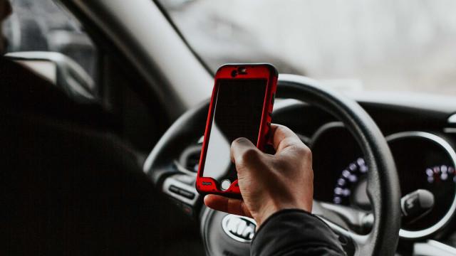 Anel e pulseira para celular viram estratégia de defesa contra furtos