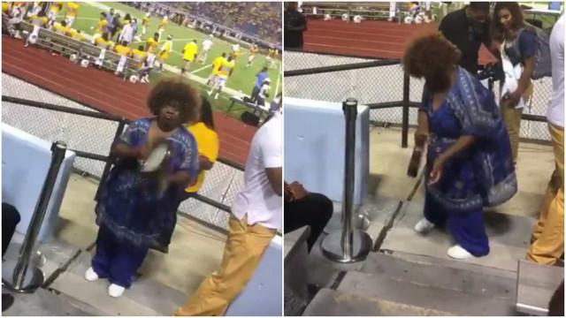 Mulher se torna atração principal em jogo de futebol americano