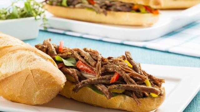 Sanduíche de Fraldinha é excelente opção para o final do mês; aprenda