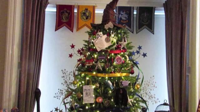 Conheça a árvore de natal para os fãs de Harry Potter; vídeo
