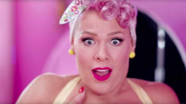 P!nk é acusada de plagiar Anitta em novo clipe, 'Beautiful Trauma'