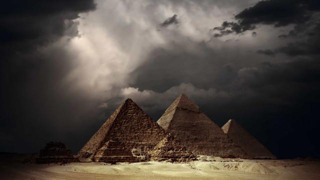 Pesquisadores explicam as pragas do Egito por viés científico; confira