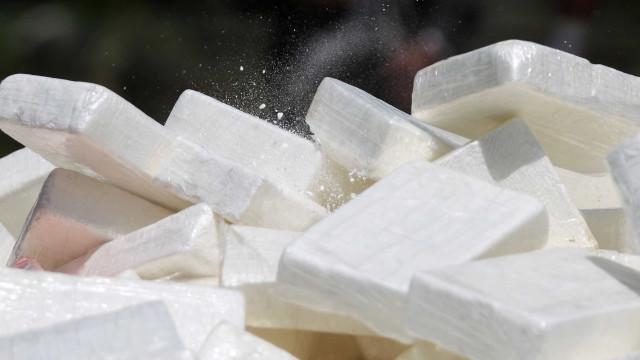 Meia tonelada de cocaína e crack é achada em ônibus com religiosos