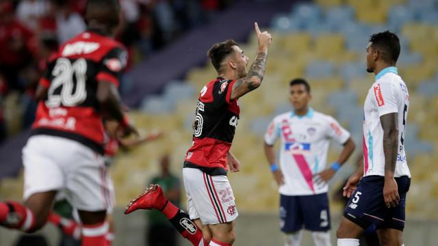 Após vaias, Flamengo consegue virada contra o Junior Barranquila