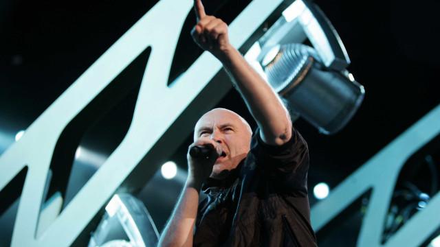 Phil Collins fica retido em Aeroporto do Rio por problemas com visto