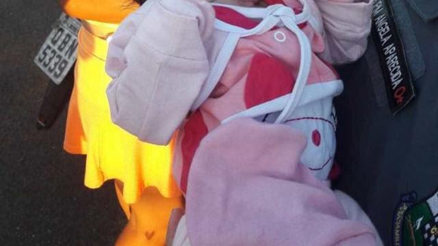 Mãe abandona bebê recém-nascida em matagal e é presa em MT