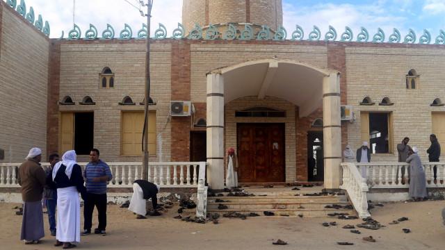 Sobe para 305 o número de mortos no ataque à mesquita em Sinai
