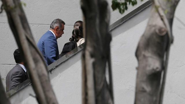 Marco Antônio Cabral, Clarissa e Rafael Picciani visitam pais presos