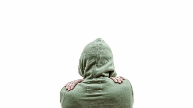 Jovem loiro autodeclarado negro se diz arrependido e abandona UFMG