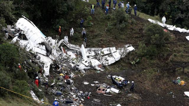 Áudios mostram que pilotos de voo da Chape cogitaram pousar em Bogotá