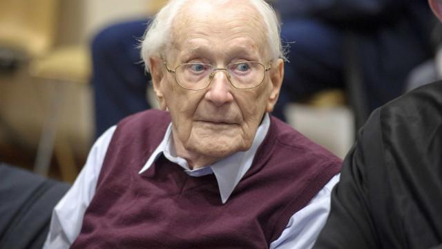Aos 96 anos, morre o 'contador de Auschwitz'