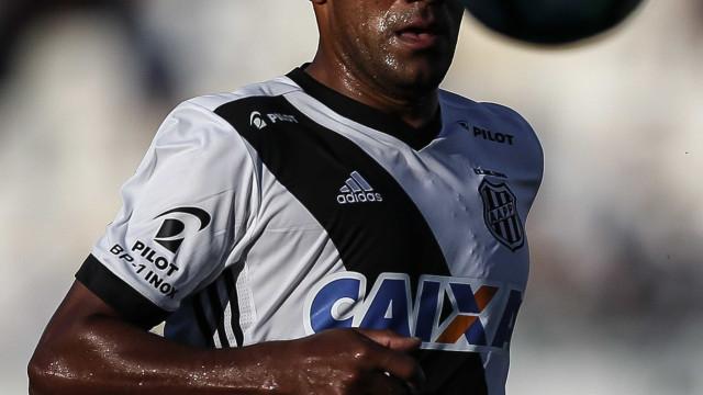 STJD aplica pena máxima a Rodrigo por 'dedada' em jogador do Vitória