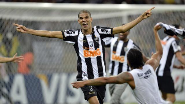 Aos 38 anos, Leonardo Silva renova com o Atlético-MG