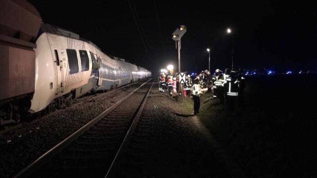 Trens colidem na Alemanha e deixam dezenas de feridos