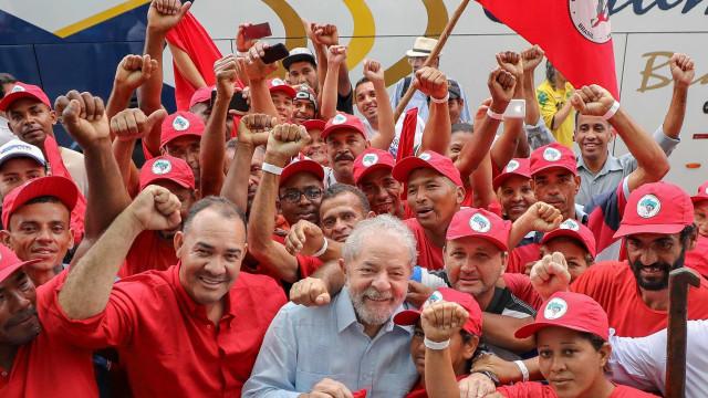 Lula conta com escolta do MST em caravana pelo Rio Grande doSul