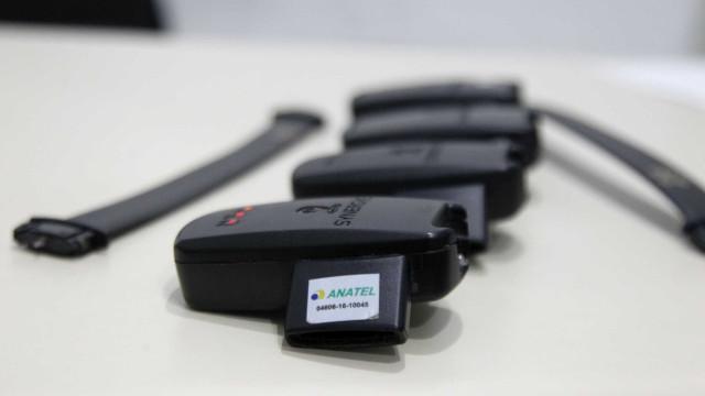 Debate opõe visões sobre eficácia do uso da tornozeleira eletrônica