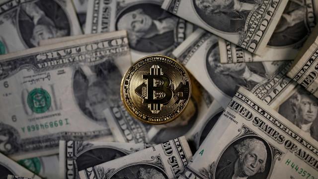 Bitcoin volta a bater recorde e ultrapassa os US$ 12 mil
