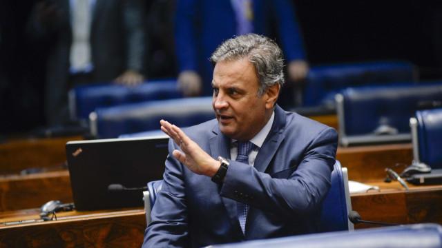 Em despedida do comando do PSDB, Aécio diz que provará inocência
