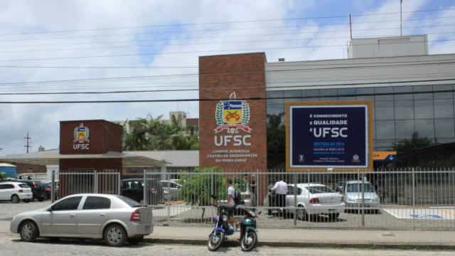 Após suicídio de reitor, PF volta a investigar contratos da UFSC
