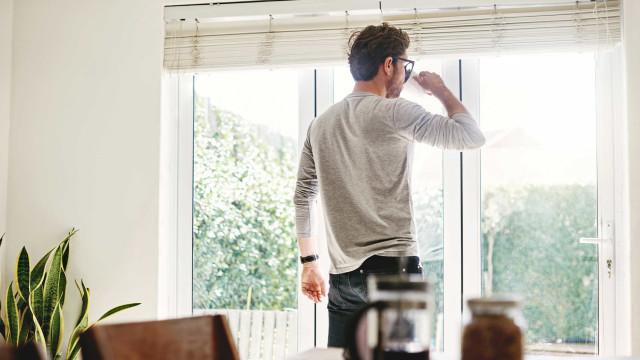 Solteiros correm maior risco de demência do que casados, diz estudo