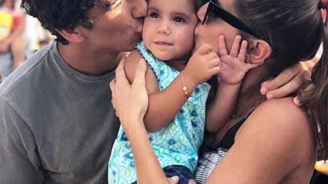 Deborah Secco leva o marido e a filha Maria Flor para a Disney