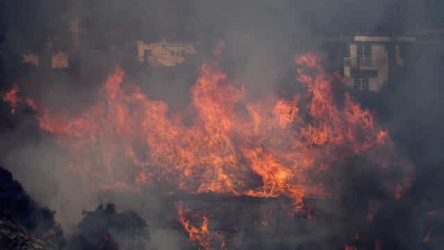 Incêndios florestais evacuam milhares na Califórnia