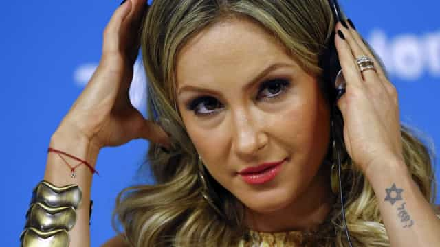 Repleta de jargões, Claudia Leitte lança 'Lacradora'; veja vídeo