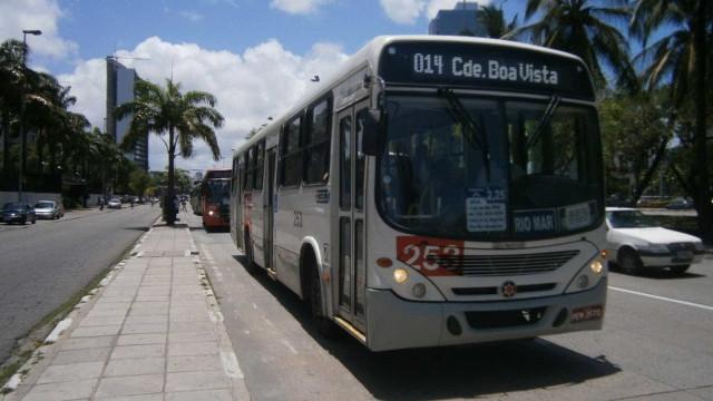 Cantores anunciam assalto em ônibus enquanto fazem um 'repente'