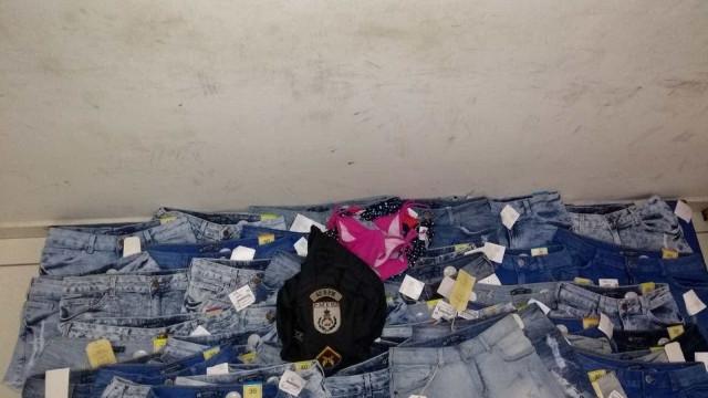 Rio: mulher é presa com mais de 50 peças de roupa furtadas de shopping