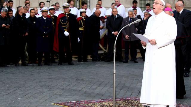 No Dia dos Direitos Humanos, Papa apela para desarmamento nuclear