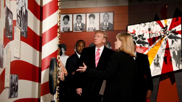 Trump pede demissão de jornalista por foto falsa; repórter se desculpa