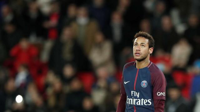 Neymar 'está bem' e deve voltar a Paris nesta terça-feira