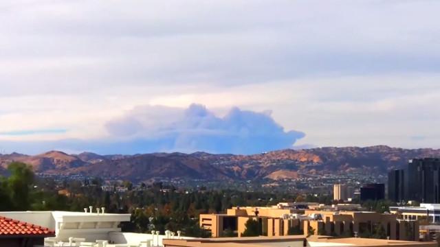 Time-lapse mostra nuvem de fumaça gigante na Califórnia