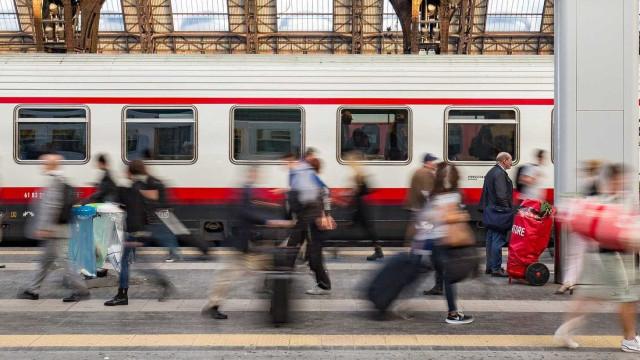 Italianos morrem atropelados por trem ao tentar pegar chapéu