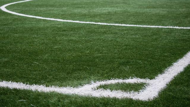 Homem é morto a tiros após ter arma tomada durante torneio de futebol