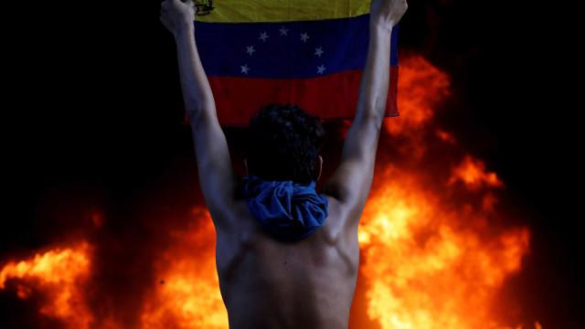 Brasileiros denunciam Maduro por crimes contra a humanidade