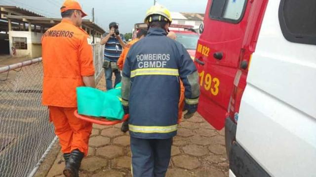 Ônibus com 16 passageiros tomba na BR-020