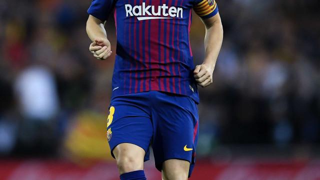 Iniesta aprova investidas do Barcelona por Mina e Philippe Coutinho