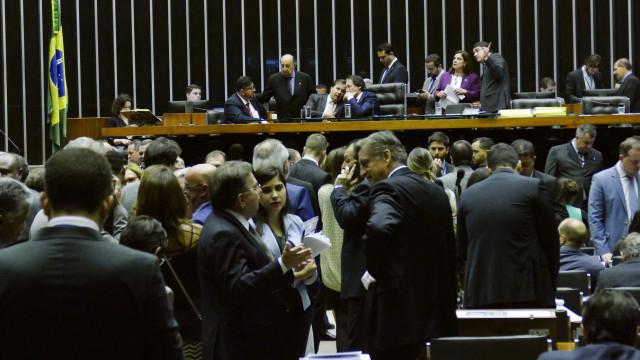 Congresso derruba veto de Temer e proíbe autofinanciamento de campanha