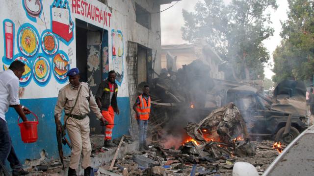 Atentado terrorista deixa pelo menos 17 mortos na Somália